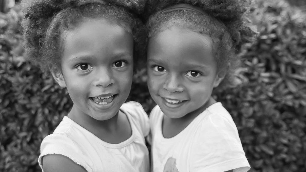 portrait enfants soeurs jumelles bidart