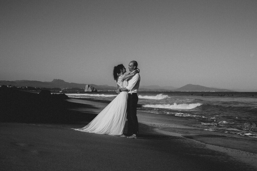 seance couple après le mariage à l'ocean à bidart au pays basque