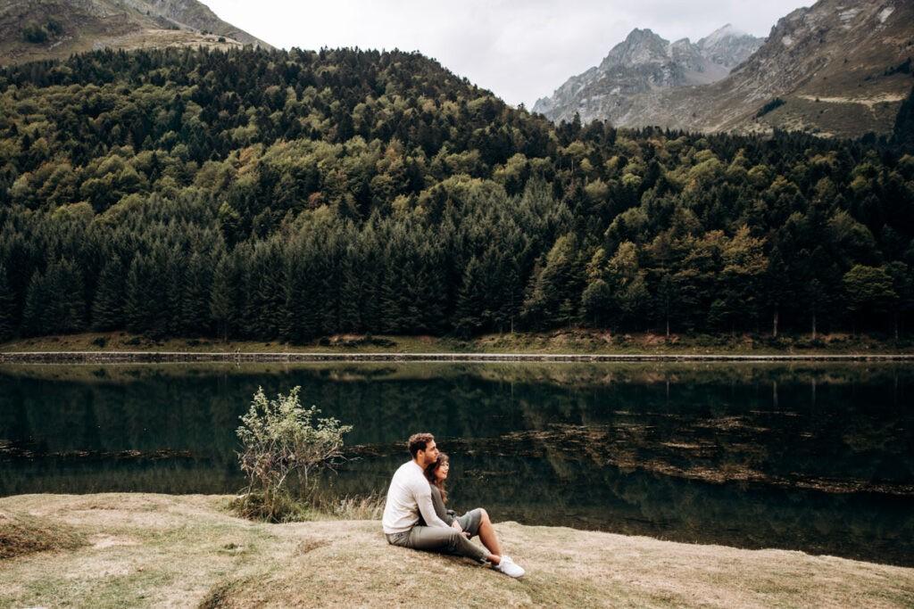 seance engagement au bord d'un lac
