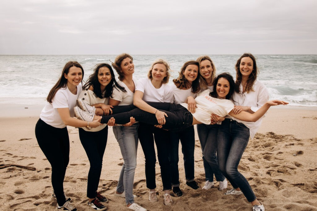 EVJF à la plage à Biarritz